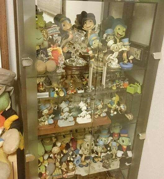 ピノキオの名脇役。ジミニー・クリケットのコレクション棚です。  Jiminy Cricket