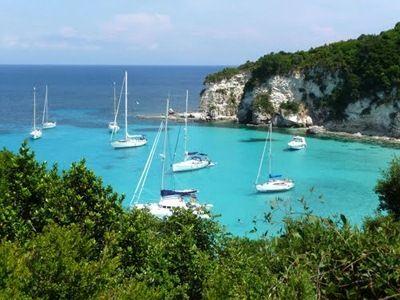 Ostrov Antipaxos a jeho karibské pláže.