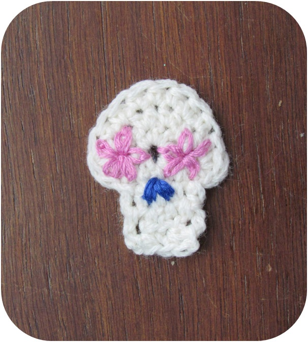 tiny sugar skull crochet tutorial | Crochet it | Pinterest