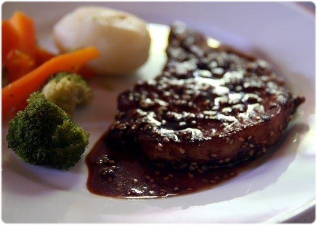 O molho agridoce e xaroposo dá um sabor realmente especial a umas simples costeletas de porco grelhadas... Ingredientes para 6 pessoas 6 ...