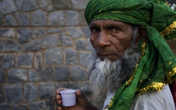 Freddo, rosa, al burro e alla menta: come si beve il tè in 13 posti del mondo