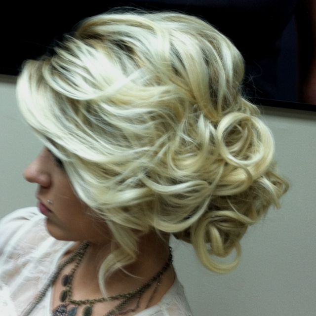 Curly bun: Hair Ideas, Weddinghair, Bridesmaid Hair, Up Do, Prom Hair, Updos, Hair Style, Wedding Hairstyles, Side Buns