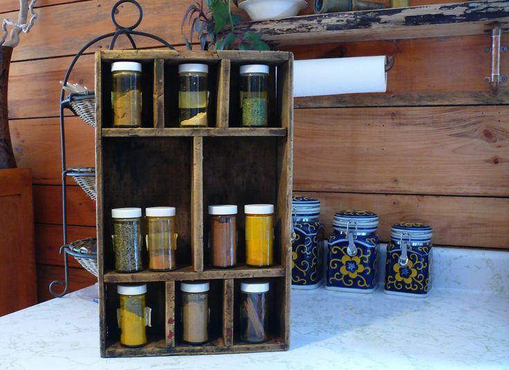 Petite étagère en bois récupéré de la boutique Recytrucs sur Etsy