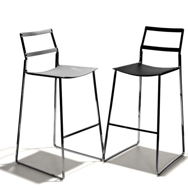 Freeport - Barstol i fast höjd helt i stål. Sits i matt silver resp. svart och stommen i kromat stål. Separat svart alcantaradyna medföljer.