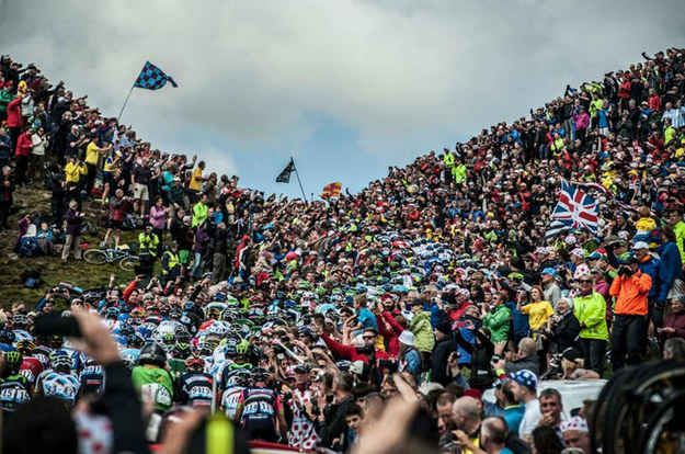 This intense crowd shot of Buttertubs Pass went viral. | 31 Beautiful Images Of The Tour De France In Yorkshire