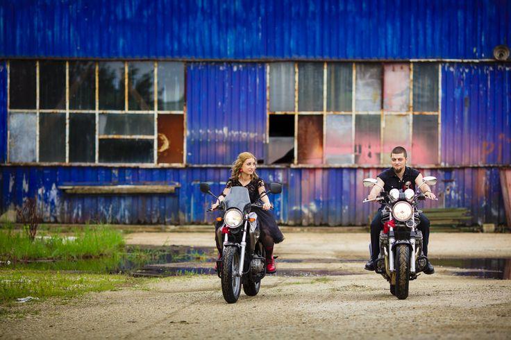 [Preview] O nunta cu motociclete. Da, da, da, anul trecut am organizat o nunta cu motociliști și tare mult ne-a plăcut, așa că vă întărâtăm și pe voi cu câteva poze de la cununia civila.  Rămâneți aproape pentru următoarele poze! Photo credits: Victor Manea http://nuntiinaerliber.ro/2015/03/preview-o-nunta-cu-motociclete/