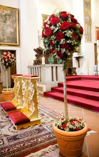 #addobbo floreale per chiesa bianco e rosso creato da Sabrina Floral Creations Arezzo. #matrimonio in #toscana