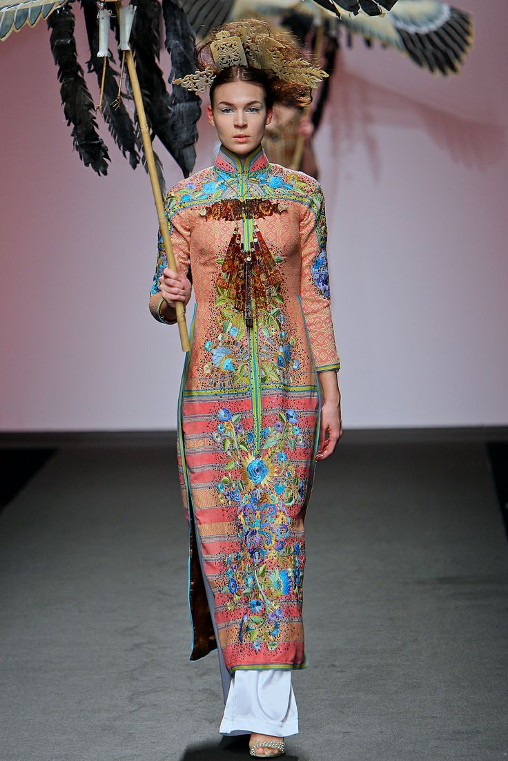 Minh Hanh.Alta Moda Haute Couture SS2009. Source: http://www.vogue.it/en/shows/show/ss-2009-haute-couture/minh-hanh
