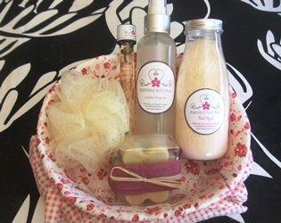 Jabón barra, Loción tónica, aceite de masajes, sal Spa, vela de miel.