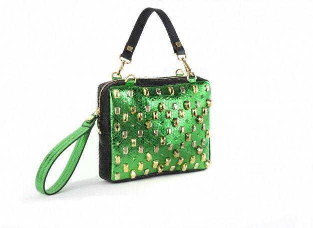 Borsa verde borchiata - Modello con superficie verde impreziosita con borchie, dalla collezione di borse Giancarlo Petriglia Autunno/Inverno 2015/2016