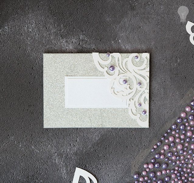 DIY wedding place card in silver and dusky lilac. Glitter place card for wedding. DIY wedding ideas