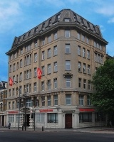 This Kings cross hotel is located nearby attractions including the British Library, British Museum and Camden Market. The famous shopping and entertainment areas of Oxford Street, Regent Street and Piccadilly just 10 minutes away by tube. http://www.tunehotels.com/my/en/our-hotels/kings-cross-london/