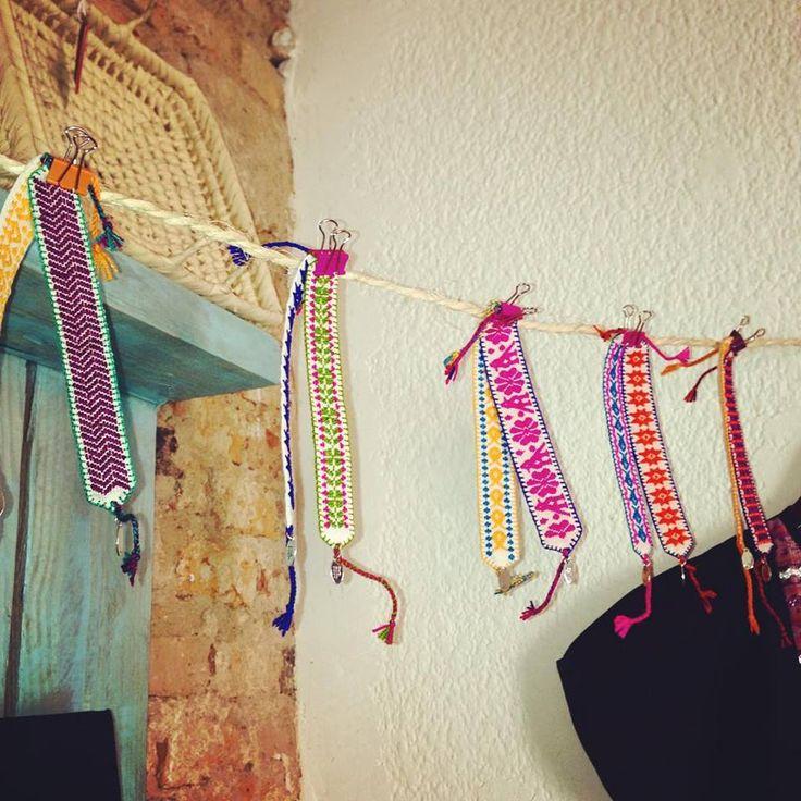 Pulseras hechas a mano con diseño totalmente mexicano y colorido.  Handmade bracelet with a totally mexican design and very coloful