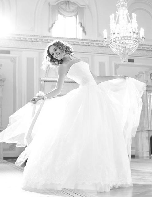 Puur witte bruidsjurken en veel licht leveren prachtige foto's op.