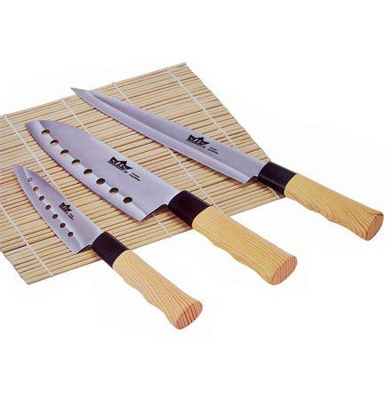 sBs Messenset Nara 3 delig in houten kist  Met dit 3-delige Nara Messenset ben je klaar voor elke klus in de keuken! De geslepen messen hebben een ergonomische vormgeving en zijn bovendien gemaakt van roestvrij chroomstaal met een keiharde 3-voudige titaniumlaag.Goed gereedschap is het halve werk, en zo is het ook in de keuken!  Set bestaat uit:-Chefmes (ca. 29cm)-Uitbeenmes (ca. 33cm)-Groentemes (ca. 24cm)-Materiaal: roestvrijstaal-Ergonomisch heft-Verpakt in houten kist met plexiglas…