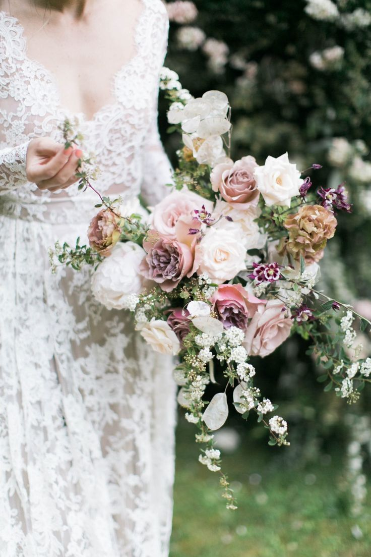 White wedding bouquet and other color combinations