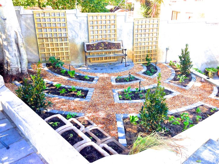 All images belong to CGC | Wesley Powell and may not be used without permission.   Sunny herb garden: Concentric circles