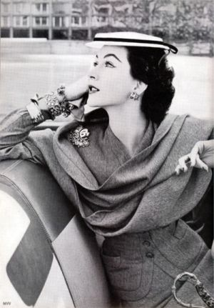 Dovima- Vogue, 1948, photographed by Norman Parkinson