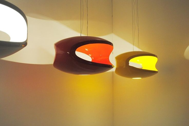 Inspired by the Foscarini O Space lamp, this very modern lamp, cut on two sides, gives a space an amazing glow of light which is reflected both inside and directly downwards. Comes in several diffe…
