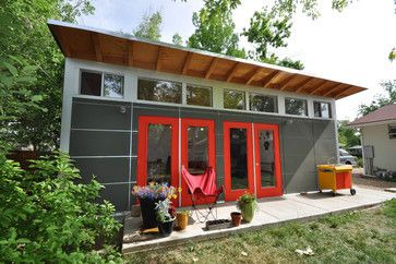 Art Studio with Garage: Studio Shed Lifestyle modern garage and shed
