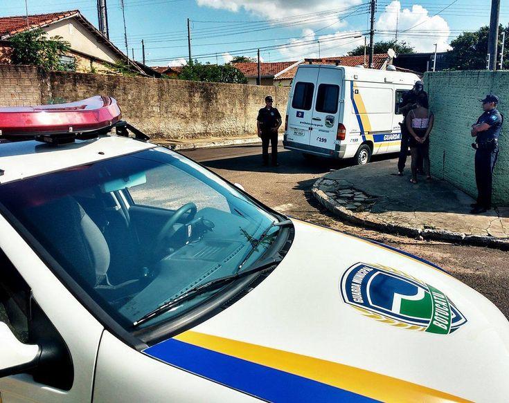 GCM registra menor em ponto de prostituição na CECAP - Na tarde de quarta-feira, 08,os guardas civis municipais Petenucci e Belo, que faziam patrulhamento nas proximidades da Pista de Skate da CECAP, perceberamque um adolescente de 17 anos se demonstrou muito nervosa com a presença da viatura da GCM.  O local onde ela estava é conhecido como ponto - http://acontecebotucatu.com.br/policia/gcm-registra-menor-em-ponto-de-prostituicao-na-cecap/