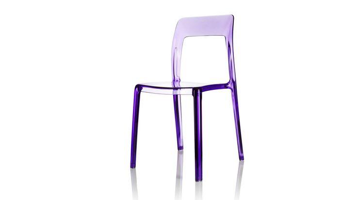 Transparent lila Pudeln plaststol. Polykarbonat, stol, plast, köksstol, kök, matsalsstol. http://sweef.se/stolar/59-pudeln-stol-i-polykarbonat.html