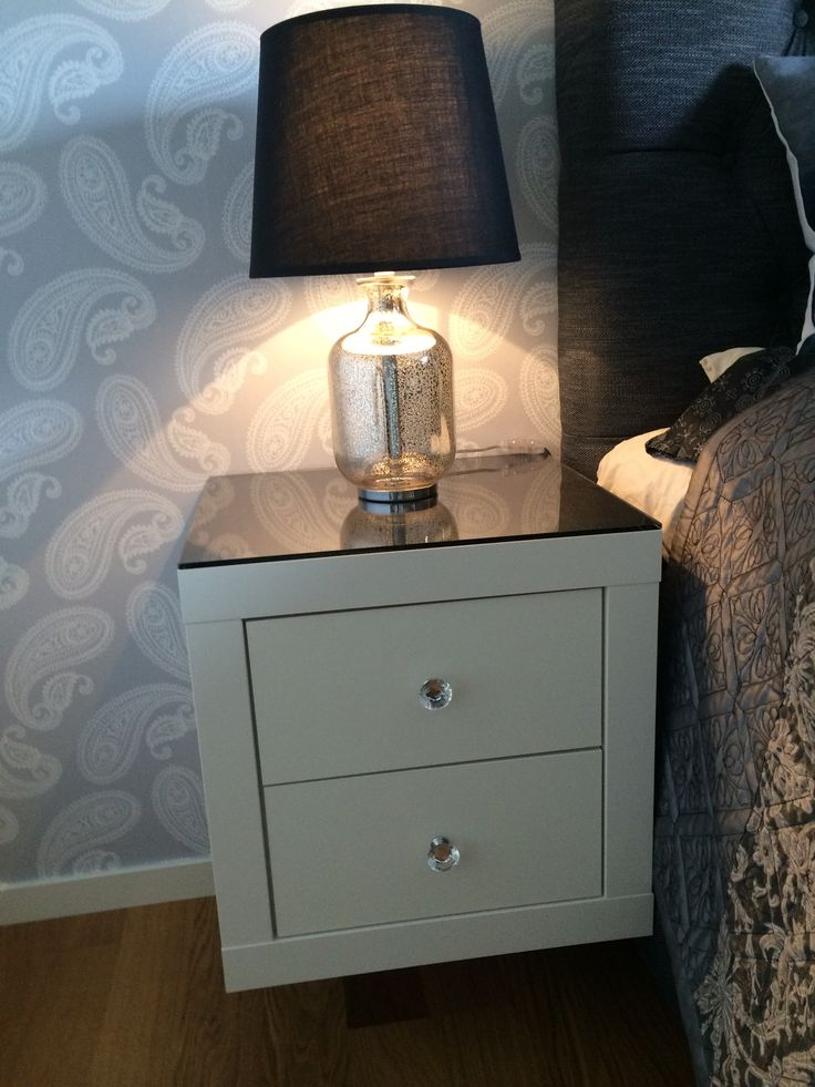 This pimped IKEA Expedit shelf enhances every bedroom. Perfect #DIY! #IKEA #pimp #expedit #nightstand