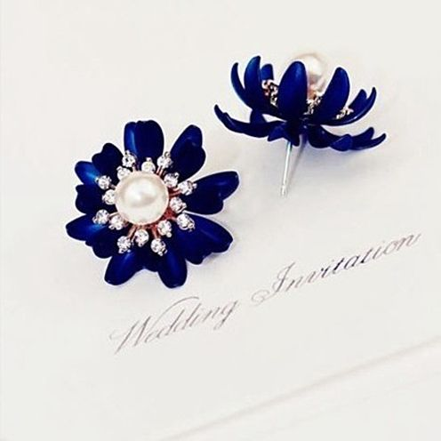 Material: Alloy; Rhinestone; PearlSize: 1 inch x 1 inch (2.5cm x 2.5cm)Main Color: Blue & WhiteCome with a Gift Box