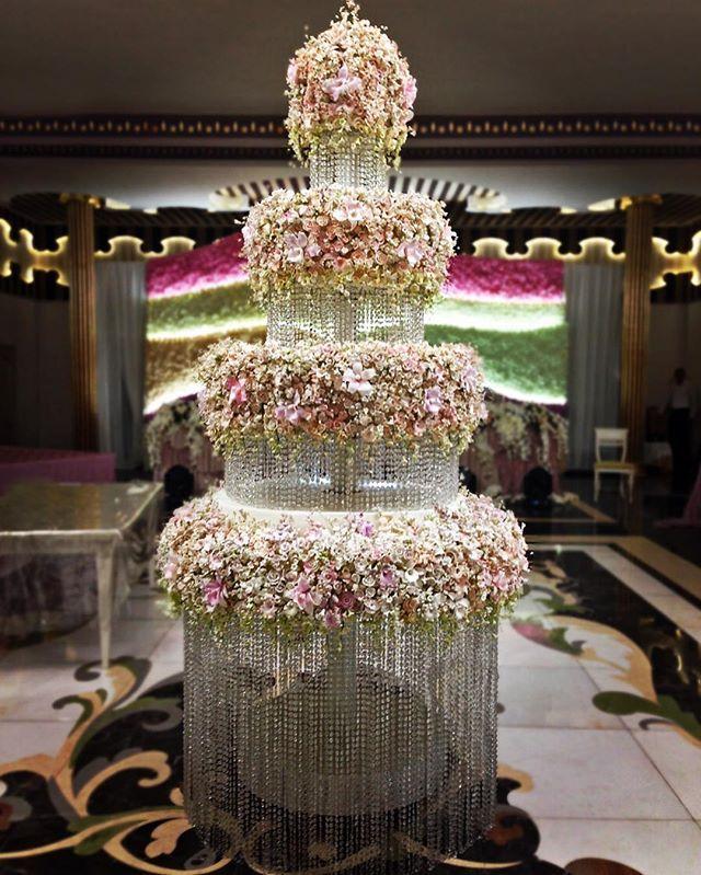 Цветочный торт #торт#тортик#шоколад#wedding#weddingcake#chocolate#большиеторты#тортынасвадьбу#тортынапраздник#тортыназаказмосква#тортнаденьрождение#cake#cakes#cakeart#cakedecor#artcake#dubai#barviha#барвихаluxuryvillage#abudhabi#tsum#weddings#weddingday#эксклюзивныеторты#банкетныйзал#свадьба#luxurywedding#weddingplanner#decorwedding#шалеберезка