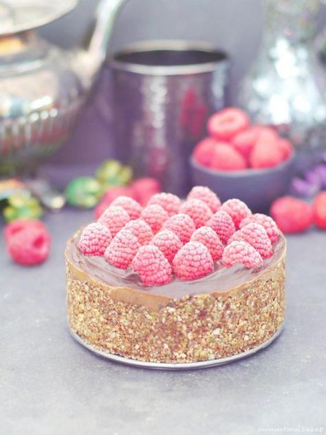 Raw Chocolate Mousse Cake (No-Bake & Free From: nuts, gluten & grains, dairy, oil, and refined sugar)
