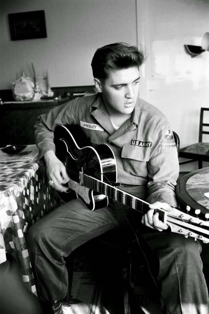"""""""Before Elvis there was nothing"""" – 16 Interesting Black and White Photos of Elvis Presley in the 1950s"""