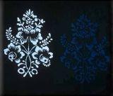 Kyticový vzor zo zástery.  Stredné Slovensko, 2. polovica 20. storočia. Archív diapozitívov Ústavu etnológie SAV. Foto H. Bakaljarová, 1989