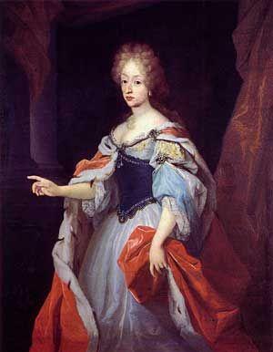 Christian 5. giftede sig i 1667 med Charlotte Amalie af Hessen-Kassel og fire år senere installerede han sin 16 årige elskerinde, den officielle maitresse Sophie Amalie Moth, kun et stenkast fra Københavns Slot.    Dronning Charlotte Amalie · Ukendt maler · Frederiksborgmuseet
