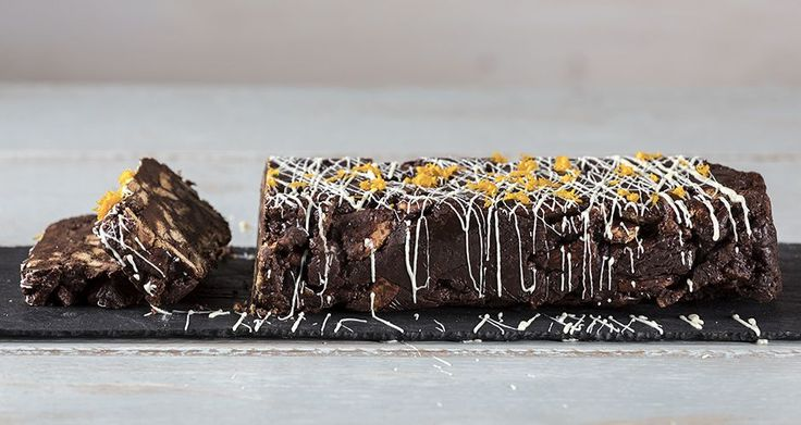 Chocolate orange log by Greek chef Akis Petretzikis. Make this wonderful, refreshing dessert log made with chocolate, orange zest, oatmeal cookies and cardamom!