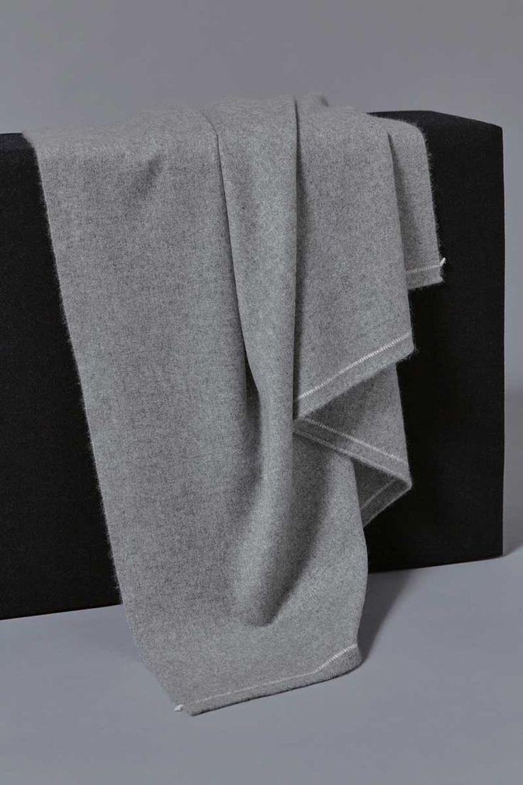 Sabra Cashmere Throw in Soft Grey