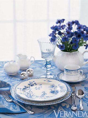 Love the use of blue and white #entertaining