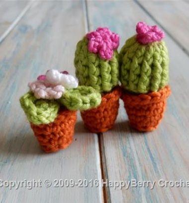 Miniature crochet (amigurumi) cactus - free pattern & video tutorial // Mini horgolt (amigurumi) kaktusz - horgolás lépésről-lépésre ( videó ) // Mindy - craft tutorial collection // #crafts #DIY #craftTutorial #tutorial