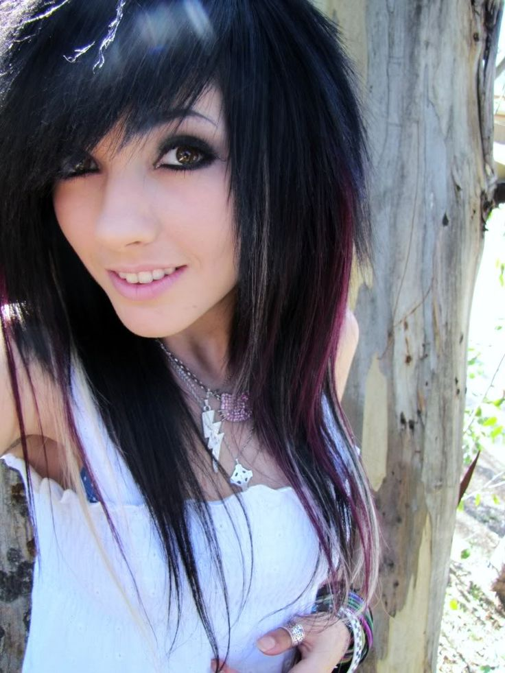 Leda muir also known as hailledabunny or ledamonsterbunny. I miss her YouTube Channel because she was just weird but also funny.
