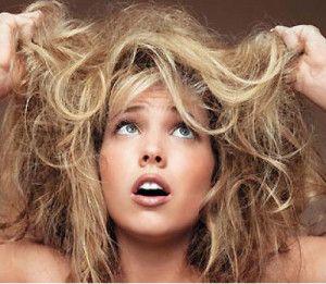 НАРОДНЫЕ СРЕДСТВА ДЛЯ ВОССТАНОВЛЕНИЯ СУХИХ И ПОВРЕЖДЕННЫХ ВОЛОС  1)  Кисломолочные продукты помогут избавиться от ломкости, придадут волосам блеск, увлажнят сухие волосы.  2) Касторовое масло способствует росту волос, делает их шелковистыми и густыми.народные средства для восстановления сухих и поврежденных волос  3) Репейное масло укрепляет волосы, увлажняет кожу головы. При приготовлении масок масла можно заменять, использовать то, которое есть дома. Эффект будет сильнее, если