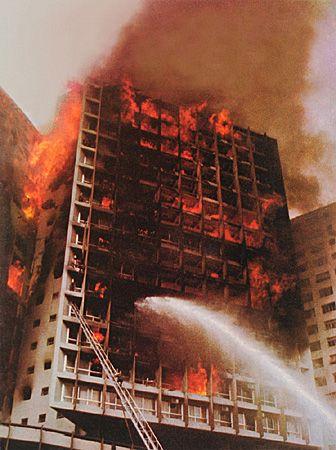 Tragedia no edificio Joelma em 1974 São Paulo mais de 100 pessoas faleceram e outras demais sairam feridas.