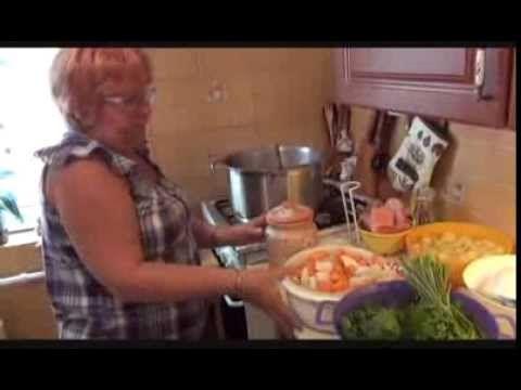 Te így készíted a gulyáslevest? (Video) - www.kiskegyed.hu