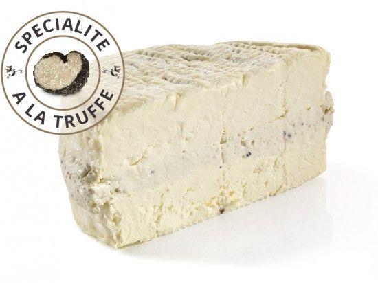 Le Brillat Savarin aux truffes : Fromage très onctueux, revisité par la Crèmerie Royale. Découvrez son goût de bonheur !