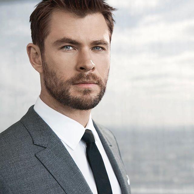 No terve! Tässä on uusin Boss-mies näyttelijä Chris Hemsworth. Mitäs pidätte valinnasta? Ellen mielestä nappiin meni  Australiasta tuntuu löytyvän mieskomeutta joille sopivat niin sliipatut puvut kuin surffiasutkin. Jos Chris ei ole kuvauksissa hänet nähdään usein vapaapäivinään surffailemassa. #manoftheday #boss #hugoboss #chrishemsworth #actor  via ELLE FINLAND MAGAZINE OFFICIAL INSTAGRAM - Fashion Campaigns  Haute Couture  Advertising  Editorial Photography  Magazine Cover Designs…