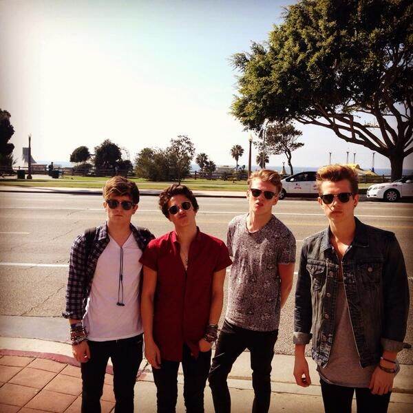 RIGHT. The thing that gets me, is that WHY IS THERE NOT HORDES OF GIRLS AROUND THEM? Like, HOW can they just walk down a street without being noticed? If I saw The Vamps walking down the street I think I'd mentally die and then cry, then ASK FOR THEIR NUMBERS. HOW CAN NO ONE REALISE ITS THE MOST PERFECT BOYS ON EARTH!?!? It really annoys me. Like, alot.