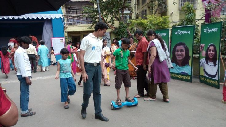 Ideazfirst manages Durga Puja activation for SBIlife across 5 Resi societies in Kolkata. Hoverboard speed & balance game in progress