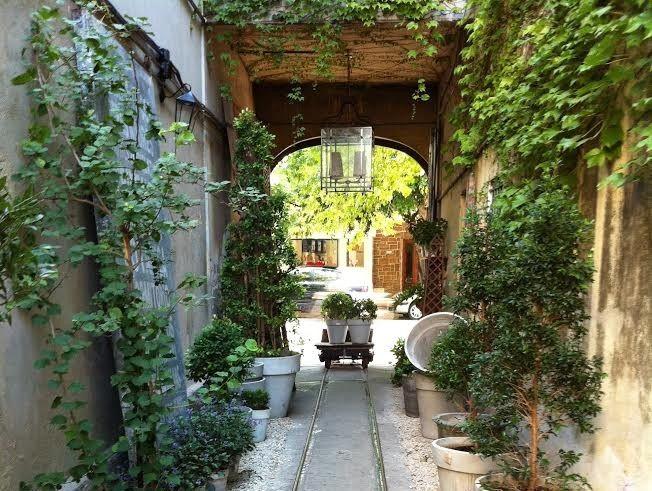 Dicas de Buenos Aires por Maria Marques Lembro bem quando descobri pela primeira vez este lugar há uns bons anos atrás. Ainda não morava na cidade e estava