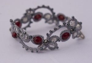 Modern looking tatting with beads