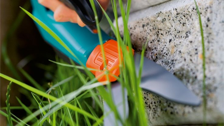 The simple way of cutting lawn edges