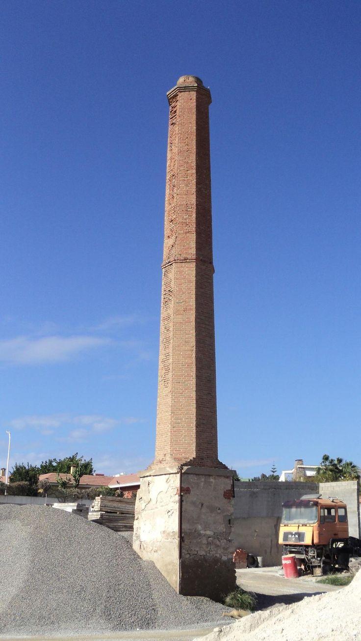 Resultado de imagen de chimenea fabrica ladrillo