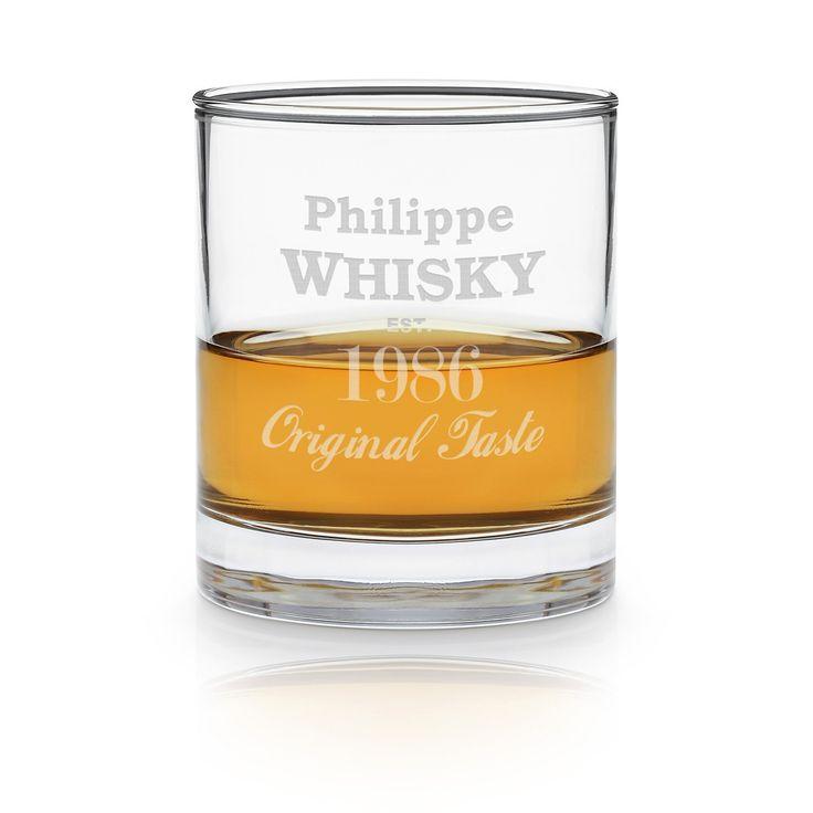 Wer Whisky zu seinem Lieblingsgetränk erkoren hat, der wird sich über das stilvolle Glas freuen, das sich hier personalisieren lässt! Der klassische Drink wird gern zu besonderen Anlässen oder an Männerabenden genossen und das Glas ist ein wunderbares Geschenk für solche Anlässe. Ein schönes Geschenk für wahre Gentlemen!